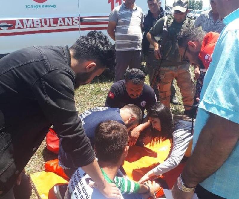 Ciritleri toplayan yedek sporcuya at çarptı, bacağı kırıldı