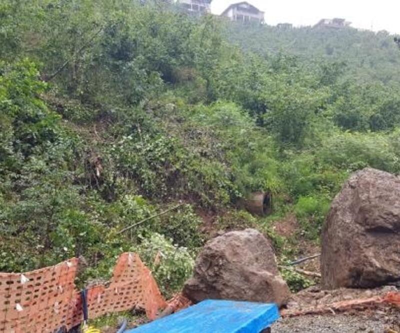 Tehlike oluşturan kayanın düşülme anı kamerada