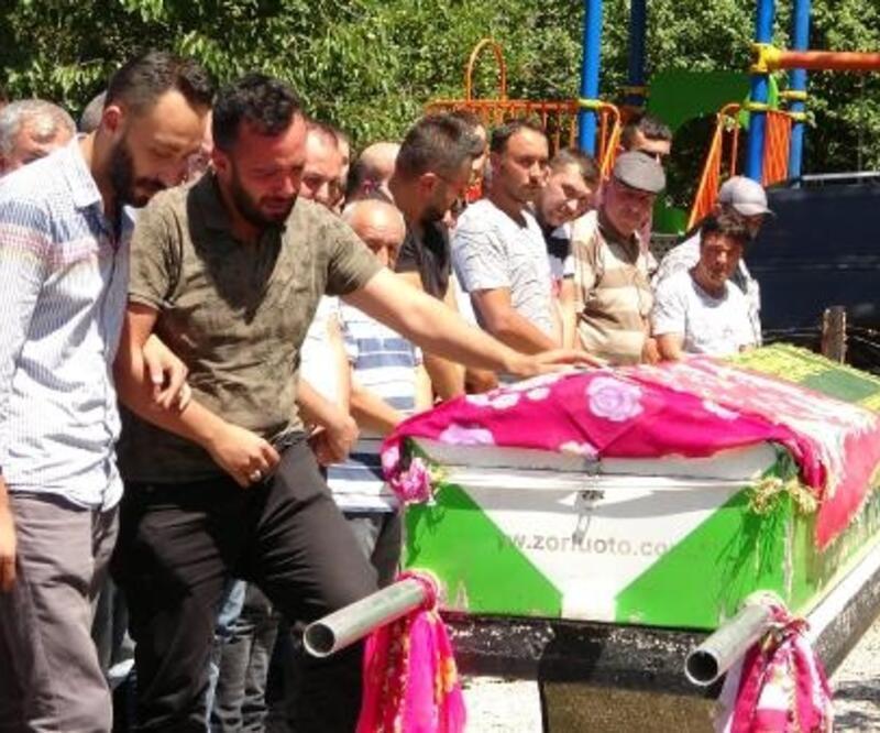 Balayı dönüşü kazada ölen Semra, toprağa verildi