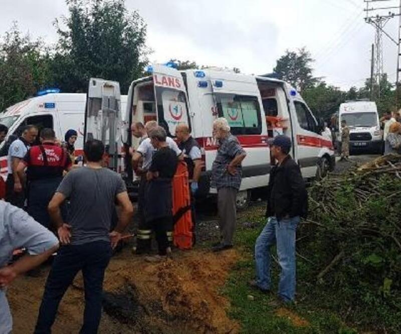 Fındık işçilerini taşıyan kamyonet şarampole yuvarlandı: 1 ölü, 14 yaralı