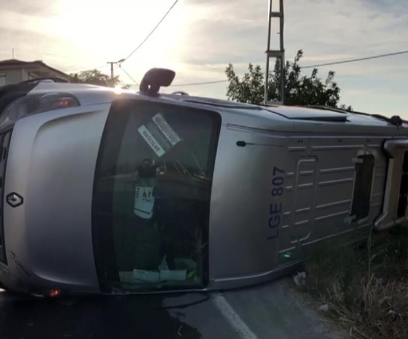 Son dakika! Beylikdüzü'nde öğrenci servisi kaza yaptı!