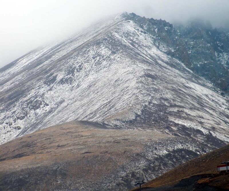Erciyes'e mevsimin ikinci karı yağdı