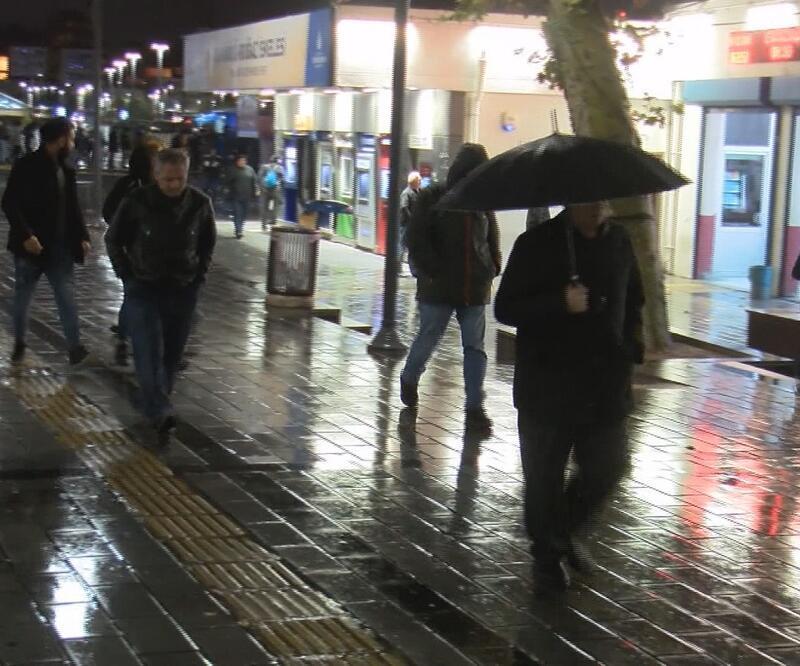 Son dakika! İstanbul'da yağmur etkili oluyor