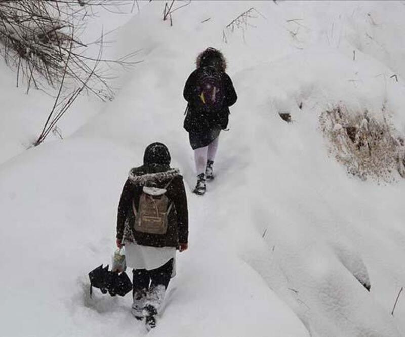 Hakkari'de eğitime kar engeli