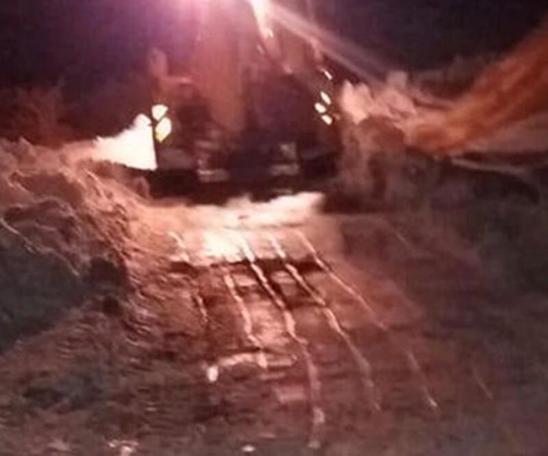 Traktörüyle kara saplanan kişi donmaktan kurtarıldı