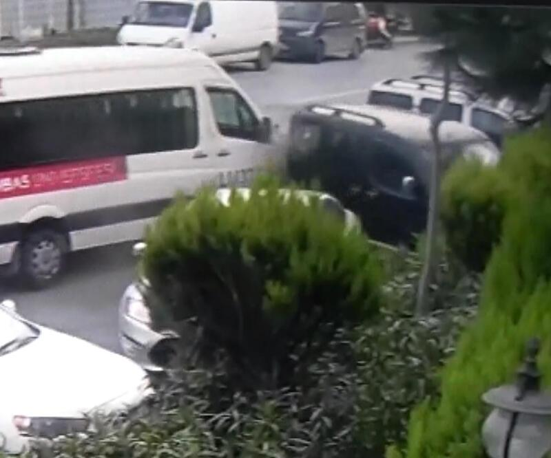 Servis sürücüsü direksiyon başında fenalaştı: 4 yaralı
