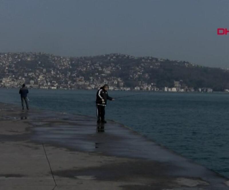 Yasağa rağmen oltayı alıp sahile gittiler