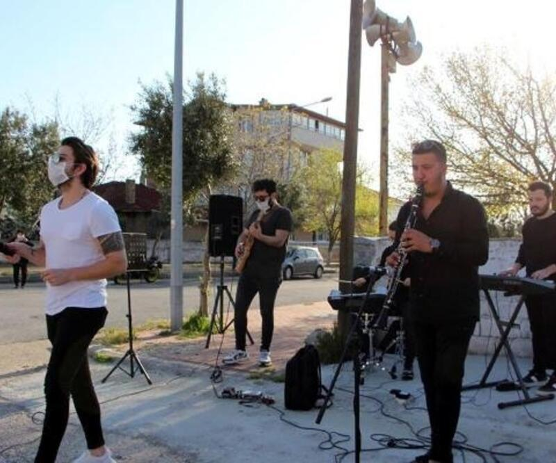 Pınarhisar'da evde kalanlara moral konseri