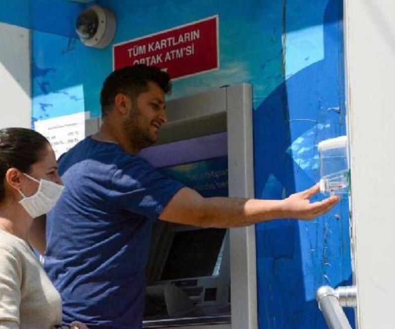 Köşk'te ATM'lere el dezenfektanı yerleştirildi