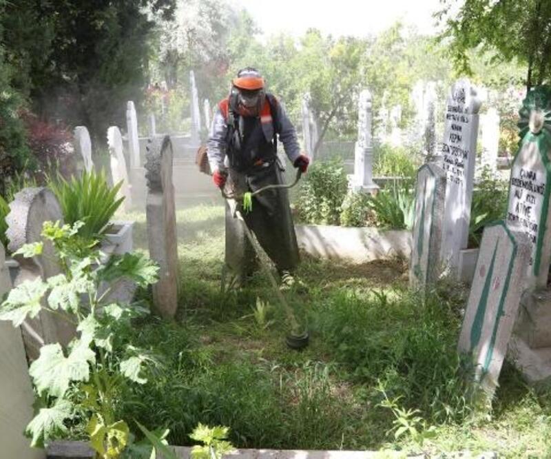 Konya Büyükşehir Belediye Başkanı: Mezarlık ziyaretinde sosyal mesafeye uyalım