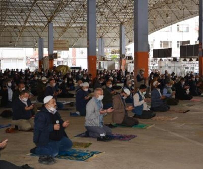 Korkuteli'nde 2,5 ay sonra ilk cuma namazı