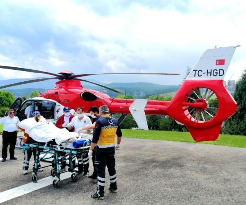 Yeni doğum yapan kadına ambulans helikopterle sevk