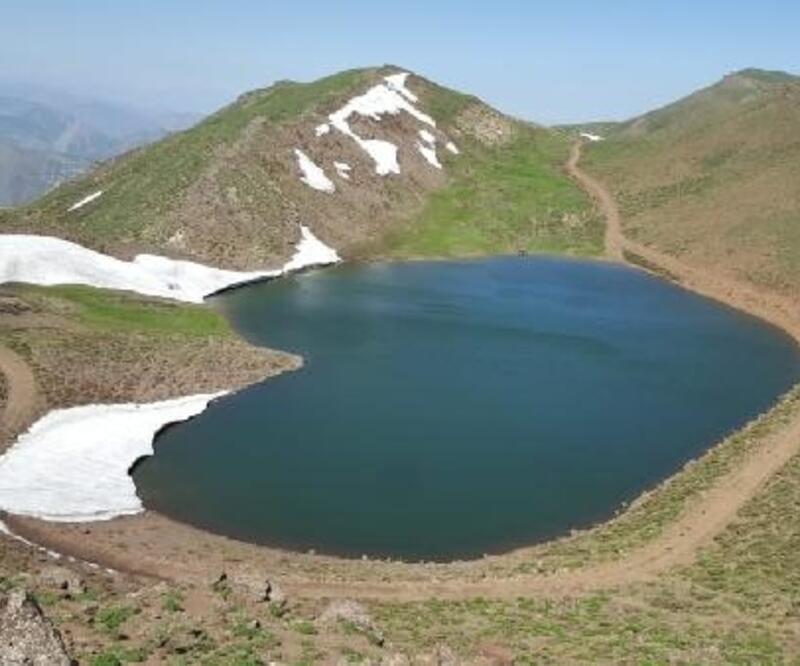 Bingöllü dağcılardan, Gerindal Krater Gölü'ne keşif yürüyüşü