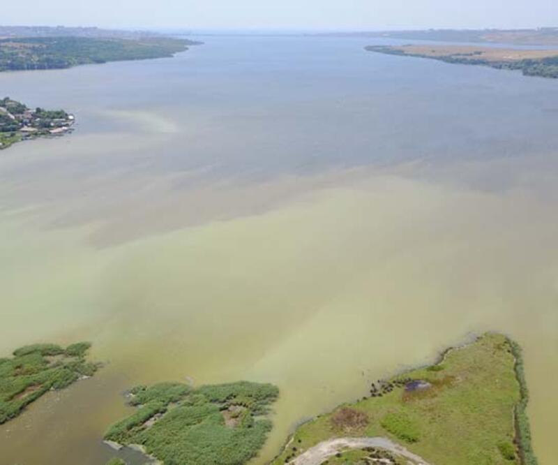 Küçükçekmece Gölü'ndeki son durum havadan görüntülendi