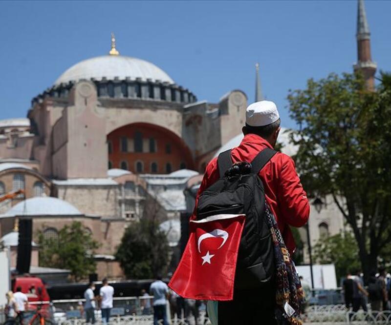 Vali Yerlikaya: Ayasofya'ya misafir girişleri durduruldu