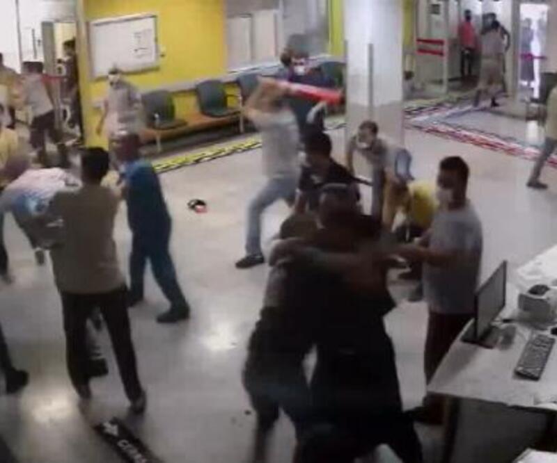Son dakika...  Yaralı yakınları acil serviste görevlilere saldırdı: 5 yaralı