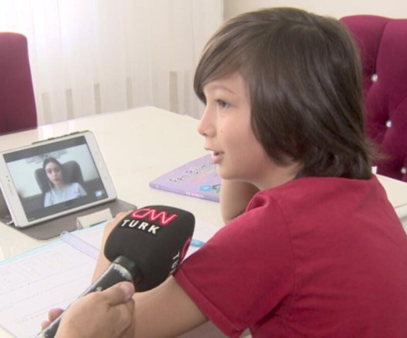 Uzaktan eğitim başladı. Çocuklar evde nasıl ders yapıyor? Veliler yeni sistem hakkında ne düşünüyor?   Video