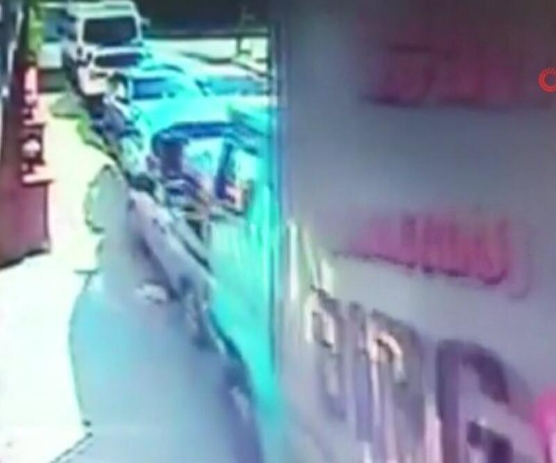 Kamyonun freni boşaldı, 5 otomobil ve 1 motosiklete çarptı