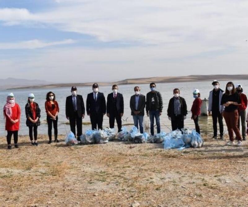Hirfanlı Baraj Gölü sahilinde temizlik seferberliği