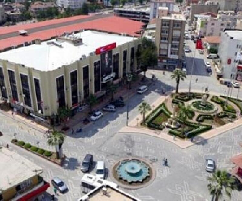 Depremde hasar gören Torbalı Belediyesi boşaltıldı
