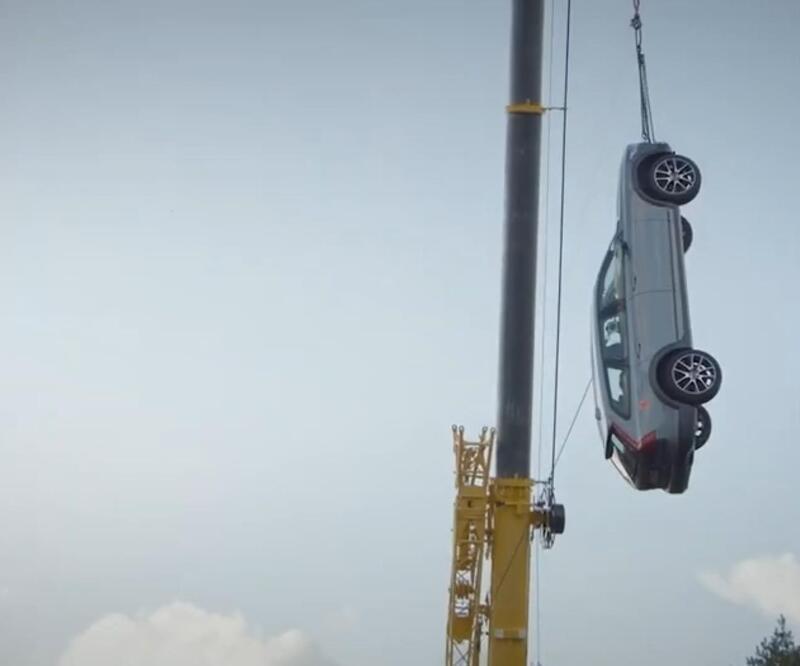 Ünlü otomobil markasından ilginç güvenlik testi