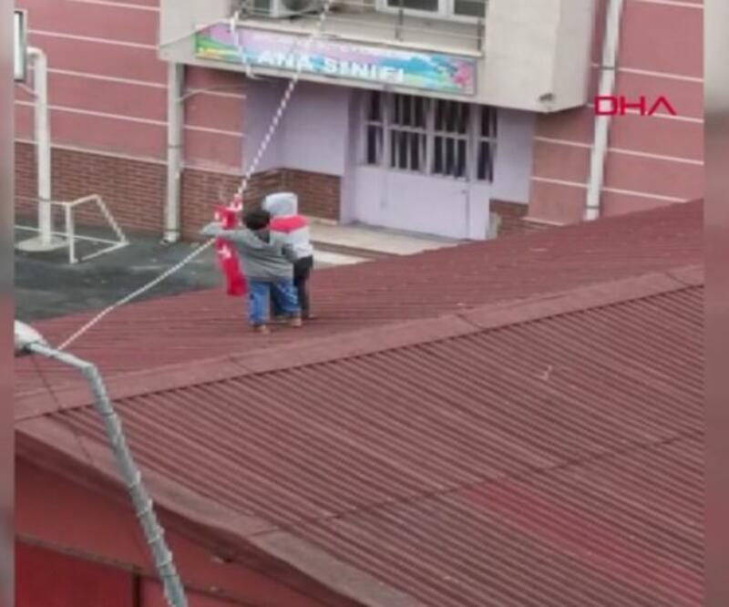 Çocukların Bayrak çabası kameraya yansıdı | Video