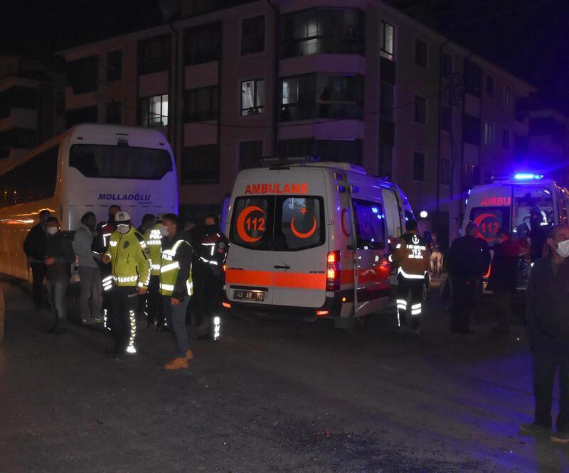 Kütahya'da işçi servisi ile halk otobüsü çarpıştı: 12 yaralı
