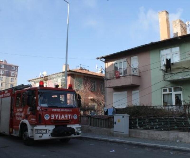 2 katlı evde çıkan yangın paniğe neden oldu