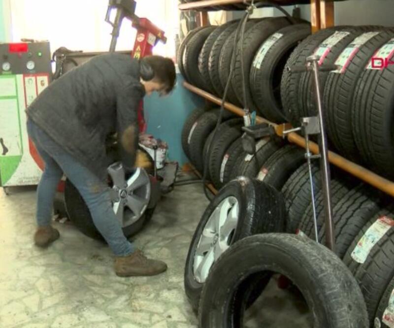 Kar uyarısı geldi, lastikçilerde yoğunluk oluştu   Video