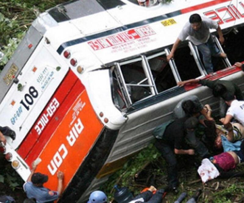 Brezilya'da yolcu otobüsü devrildi: 21 ölü