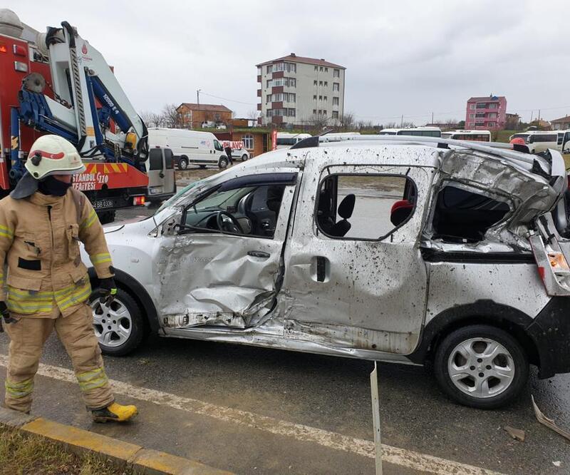 D-100'de kaza! Otomobil TIR ile çarpıştı