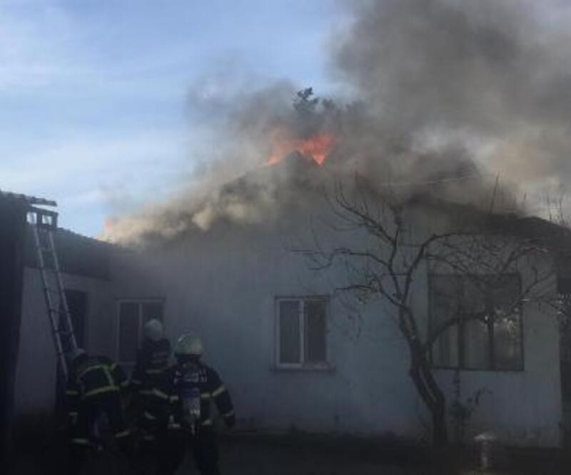 Evin çatısı yandı