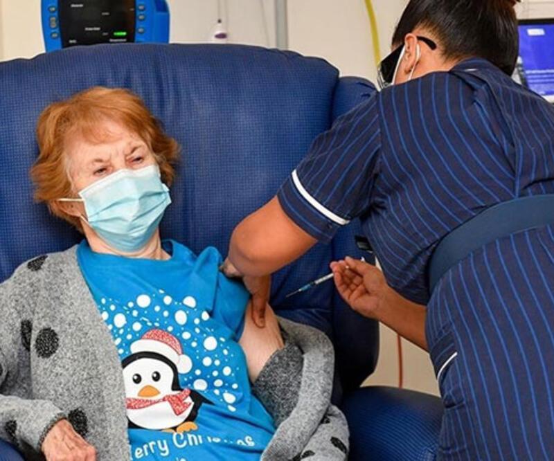İngiltere'de Kovid-19 aşısının ilk dozunu yaptıranların sayısı 12 milyonu aştı