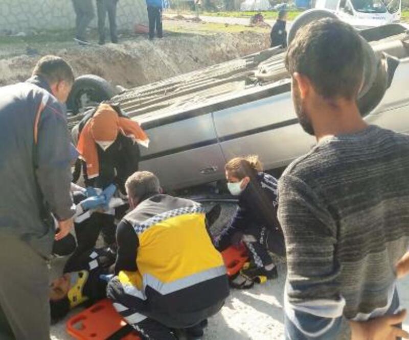 Adıyaman'da otomobil ters döndü: 3 yaralı