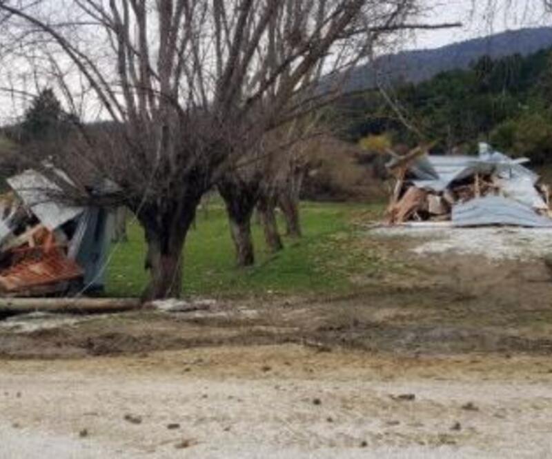 Yedigöller yolundaki 3 kaçak işletme yıkıldı