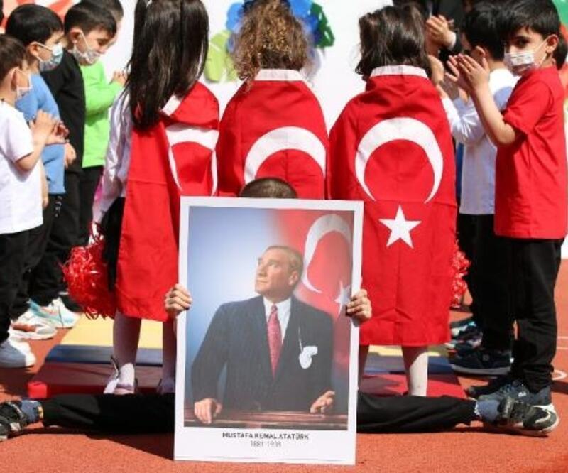 Jandarma, engelli öğrencilerle  23 Nisan'ı kutladı