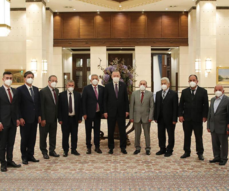 Cumhurbaşkanı Erdoğan, 2011 ve 2020 arasında yılın ahisi, kalfası ve çırağı seçilen esnafla bir araya geldi
