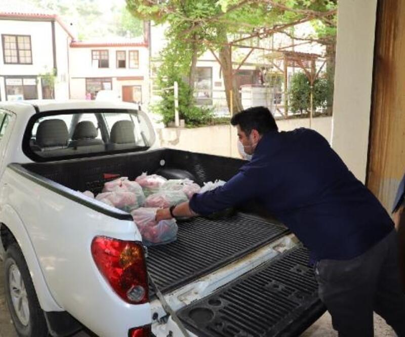 Esnafın gönderdiği sebzeler vatandaşa dağıtıldı