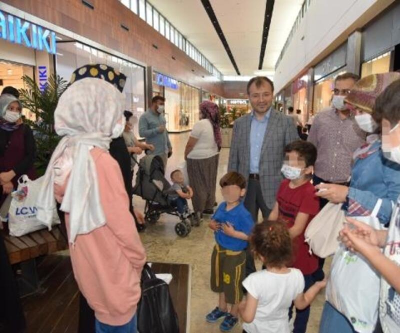 Tarsus'ta 447 yetimin bayram sevinci