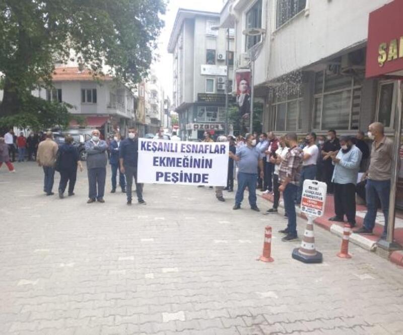 Şarköy halk pazarına alınmayan Keşan esnafından, belediye önünde protesto