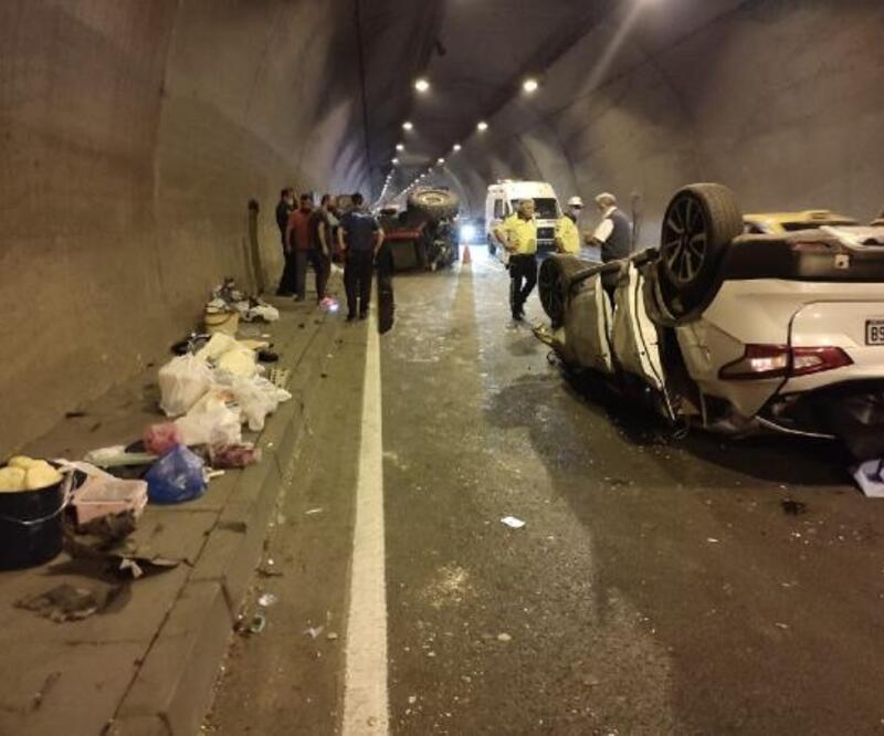 Ordu'da tünelde otomobil traktöre çarptı: 2 yaralı