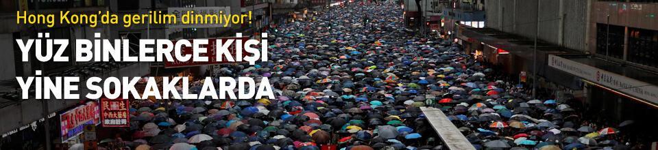 Hong Kong'da yüz binlerce kişi yine sokaklarda